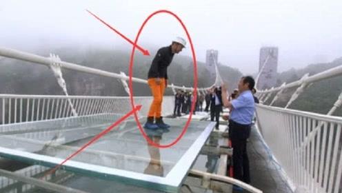 网红质疑中国的玻璃桥,工作人员:给你锤子随便砸