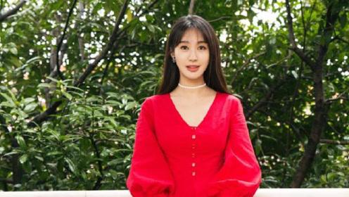 她是黄晓明前任,身材超好却不火,32岁穿百褶裙少女感不输杨颖