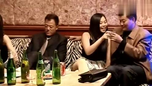 客人拉小翠陪唱歌,不料四马路钢子一出场,咔咔就是一顿削!