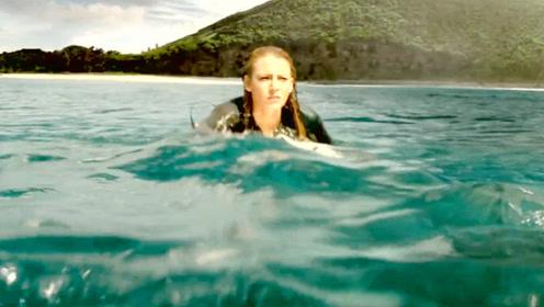 影视:女孩发现鲸鱼尸体,一眼看出不对劲,跳上去才逃过一劫!