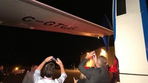尴尬!加拿大大选第一天 总理特鲁多的竞选飞机就被大巴给撞了