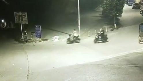 """3名男子偷电瓶车打赏女主播 上演现实版""""偷电车养你"""""""