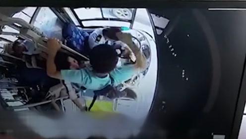 礼让孕妇引不满公交司机被打32拳 警方:打人者持精神残疾证明