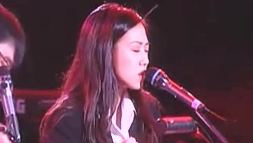 林忆莲唱《梦醒时分》李宗盛眼里满是爱,如今却物是人非!