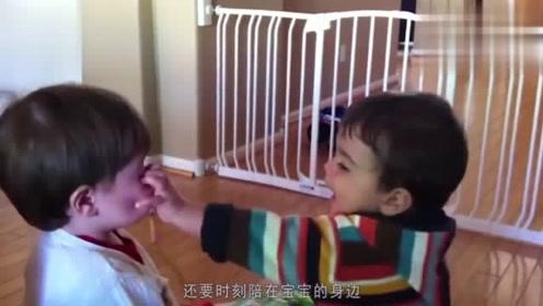 双胞胎宝宝没有动静,妈妈进厨房一看,眼前的一幕让她欲哭无泪