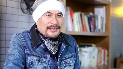 """徐锦江化身""""人形榨汁机"""" 吃西瓜边吃边喷引爆笑"""