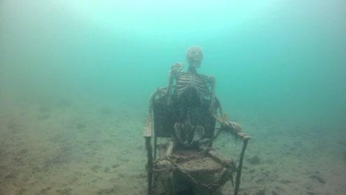 男子深海潜水,被绑在铁板的骷髅吓傻,深处成群骷髅造型离奇!