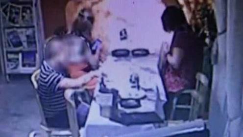 女子红酒被男客户加入不明粉末:监控拍下整个过程,已报警