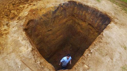 一不小心掉进4米深坑里,能逃脱吗?小伙跳进坑中,结果意外了!