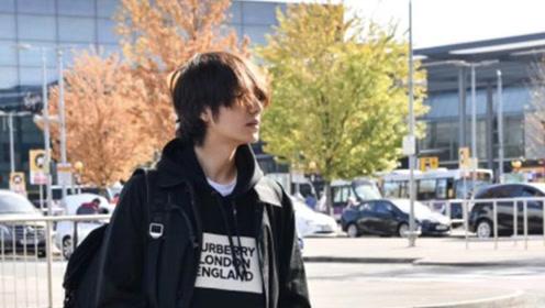 陈坤出发前往时装周 玩转英伦风被赞又帅又有少年感