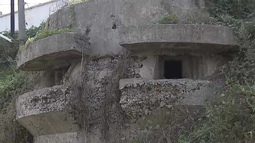 """南京又发现一座""""抗战碉堡"""",射击孔下弹痕累累"""