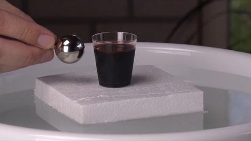 世界上磁力最强的磁铁靠近血液会发生啥?老外亲身实验,结果震惊
