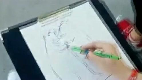 我以为在动物园画俩熊呢?抽象派画家!想象力就是丰富