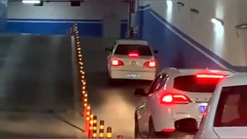 开车遇到这一幕,话说后车司机的心理阴影面积有多大?