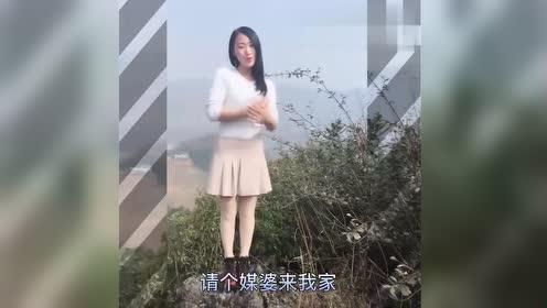 云贵山歌:小妹生在山咔咔,农村生活实在差,人美歌甜好声音!