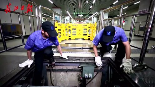 """""""差若毫厘,谬以千里"""",地铁检修工细心谨慎,保障乘客安全"""