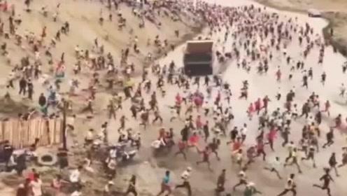 震撼的一幕!网友:这是咱们的江山,勇士们冲啊!