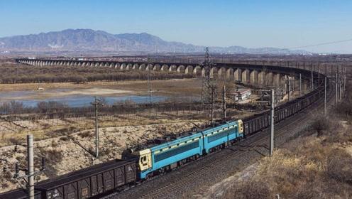"""中国最长的火车,有320节车厢,被称为""""巨无霸列车""""!"""