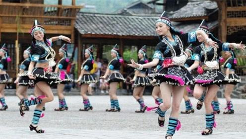 中国最开放的民族,一年四季都是超短裙,长度刚刚好