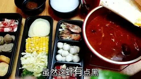 """38元的超值""""麻辣外卖火锅"""",羊肉、牛肉还有大虾,吃的过瘾"""