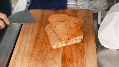 煎面包你有吃过吗?里面装的食物非常丰盛,想吃还得排队