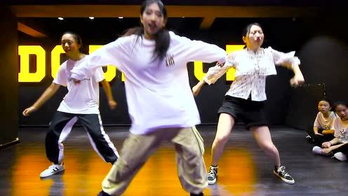 重庆渝龙酷街舞导师编舞作品《I Wanna Be Down》