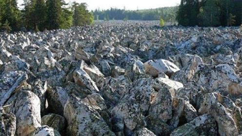 """世界上神奇的""""石头河"""",一滴水都没有,却能听到哗哗的水声?"""