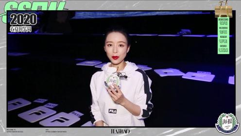 张静初在FILA大秀秀场接受海报时尚网专访