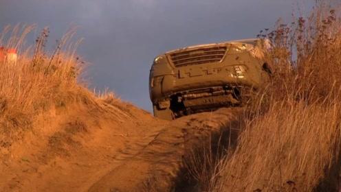 国产车质量有多牛?老外开哈弗H9冲进泥浆,我感觉要上天了!