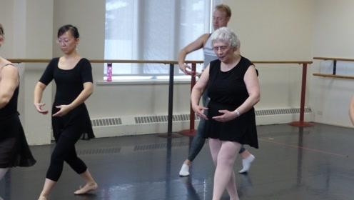 79岁的芭蕾舞者,为何总能保持身材仙气飘飘?答案居然这么简单