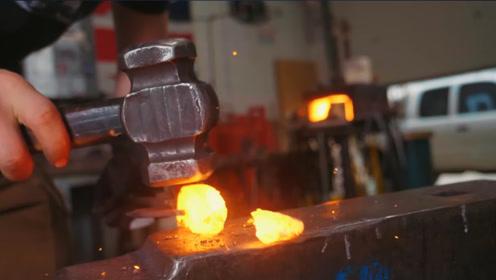 """陨石真的能造出""""神器""""?英国铁匠开炉锻打,意外获得神秘宝物!"""