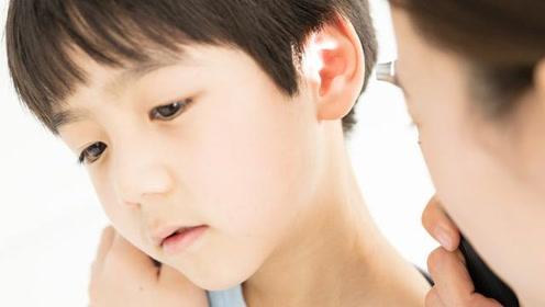 耳朵里肿胀难受发热?医生:这可能是中耳炎,有4种方法进行检查
