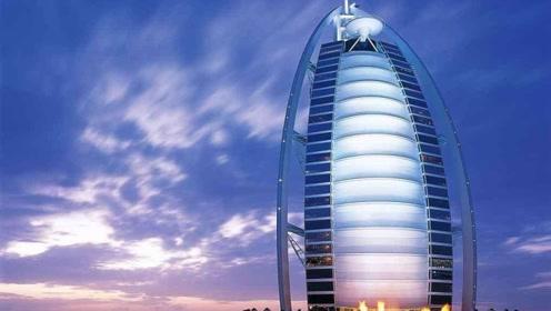 全球唯一的七星级酒店,侍从年薪五十万起步,连便条纸都镀满黄金