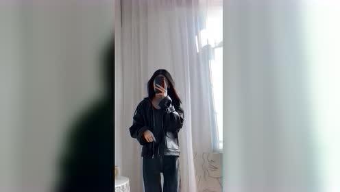 第一次见禁欲系酷女孩穿搭,皮衣搭配牛仔裤,真是一枚靓女!