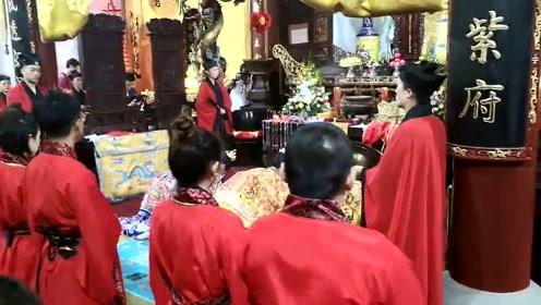台湾20位新人来杭州让月老星君证盟结婚