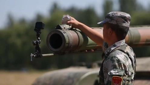 99A坦克有多稳?车体剧烈颠簸:炮口放水杯和扳手纹丝不动