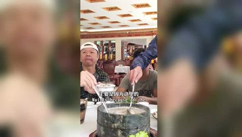 去西藏一定要去鲁朗小镇,因为这里有最美味的石锅鸡