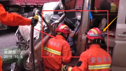 救援现场 面包车与大货车相撞 司机被困
