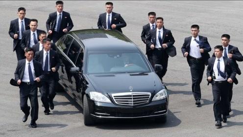 最强悍奔驰出行,配备12名顶级保镖,看清车主后,网友:难怪!