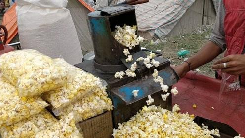 印度街头美食爆米花,大缸玉米往里倒,还不忘撒上辣椒粉!