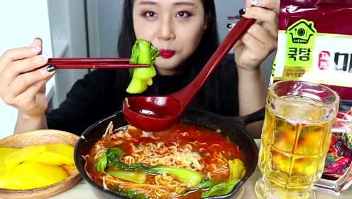 韩国妹子吃泡面吃出精髓,这样煮的泡面太香了!