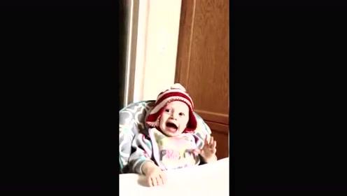 爸爸将小宝宝学说爸爸妈妈,接下来宝宝的反应太可爱了!
