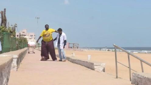 外国小伙的一条腿中220磅,怀疑他是怎么生活的,网友:罕见