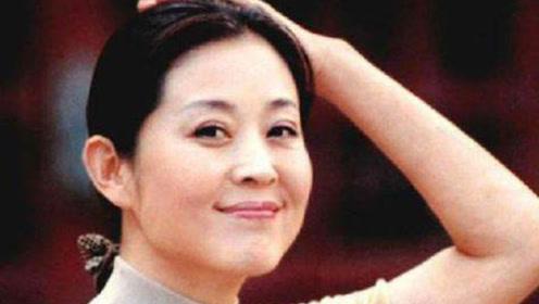 """她曾是剧中最美""""嫦娥"""",""""抢走""""倪萍8年男友,51岁活成这样"""