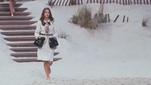 """香奈儿模特背的""""双胞胎包""""太美了,抢钱的架势来势汹汹"""
