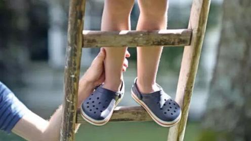 """这种鞋子虽然很火爆,但最好别给孩子穿,2个""""危害""""家长要了解"""