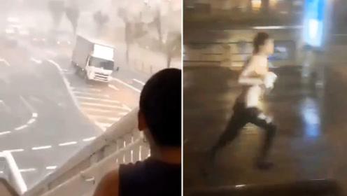 台风地震火山奇袭日本 竟挡不住男子光膀冒雨搓澡的快乐
