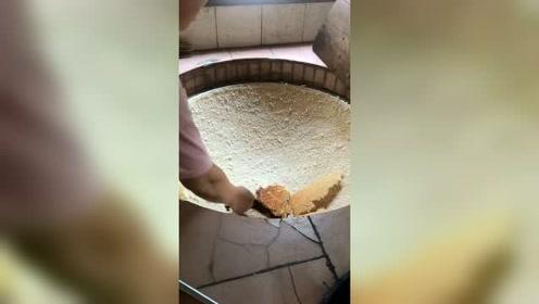姥姥做的锅巴最好吃,有钱也买不到了,只有姥姥才有这手艺