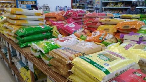 买大米时,凡是米袋上没这行字,再便宜也不能要,白送也不吃