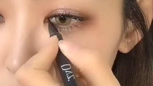 教你画个日常眼妆,搭配欧美混血棕美瞳,是不是很美呢